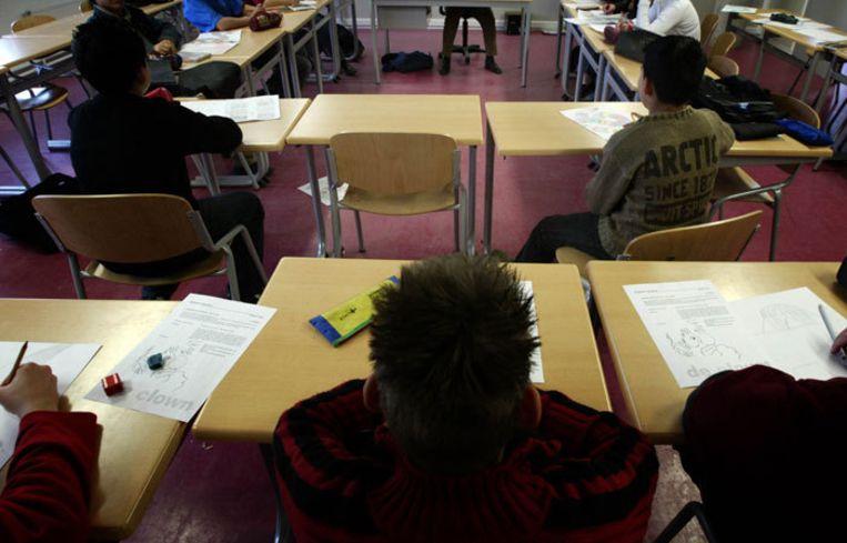 Leerlingen die niet op school zitten, kunnen rekenen op huisbezoek van een leerplichtambtenaar. Foto GPD Beeld