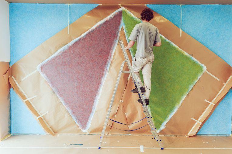 De Wall Drawing bestaat uit verschillende lagen verf die heel nauwkeurig aangebracht dienen te worden. Beeld Eva Vlonk