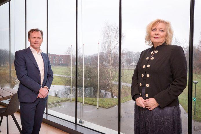 Gemeentesecretaris Paul de Ridder en Mariska Asmus, die voorlopig zijn taken waarneemt.