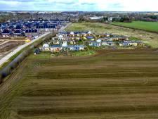 Geen grondruil naast aardehuizen in Olst om gifvrije zone te creëren: 'Wat doet de gemeente nou moeilijk?'