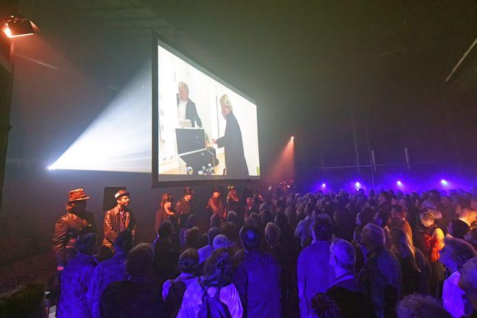 OOSTERHOUT - Pix4Profs/Casper van Aggelen - De derde Oosterhoutse Cultuurnacht start op het podium van theater de Bussel