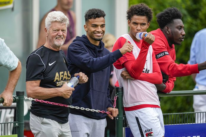 Owen Wijndal zag deze zomer zijn maatjes Calvin Stengs, Myron Boadu en Teun Koopmeiners vertrekken. Nu is de 21-jarige linksback de eerste aanvoerder van AZ.