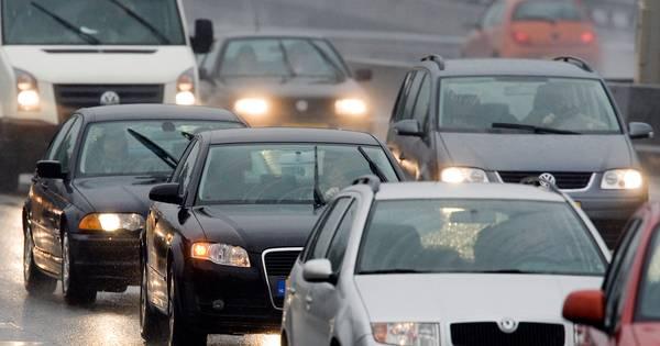 Vertraging door ongeluk op A15 bij Bemmel neemt af, linkerrijstrook weer vrij.