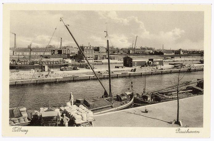 Ansischtkaart van de Piushaven uit 1930. Het gebouwtje links in het midden is café Havenzicht, tegenwoordig Burgemeester Jansen.