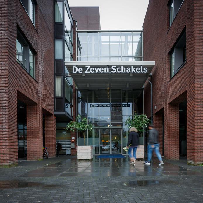 De hoofdingang van De Zeven Schakels in Zevenbergen.