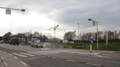 Gemeente blokkeert veilige oversteek Oudenaardsesteenweg aan domein Steenberg: verkeerslichten voor voetgangers niet voor morgen