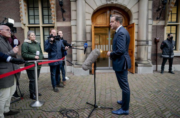 Demissionair minister Hugo de Jonge van Volksgezondheid, Welzijn en Sport komt aan voor het overleg van de Ministeriele Commissie COVID-19 (MCC) over de aanpak van het coronavirus.  Beeld ANP