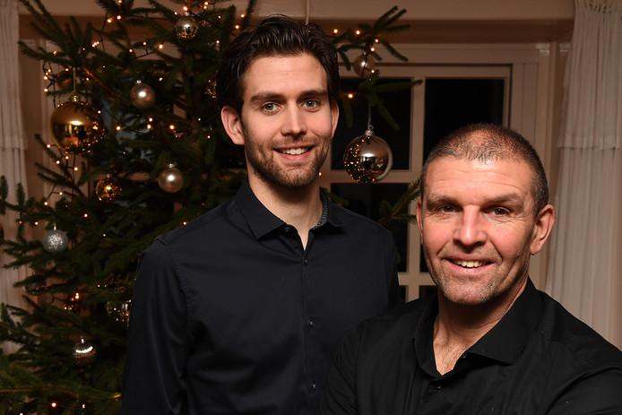 DWSH'18-trainer John van Geenen (r) met zoon Camiel, speler van de fusieclub uit Sint Hubert en Wilbertoord.