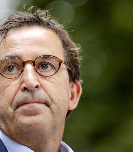 Diederik Gommers overvallen door de emoties tijdens crisisbijeenkomst: 'Maar we kunnen niet anders'