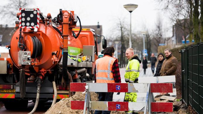 Medewerkers van netbeheerder Liander werkten dit weekend aan de leidingen. In Ede hadden ongeveer vijfhonderd huizen en bedrijven geen gas. Er was water in de gasleidingen gelopen.