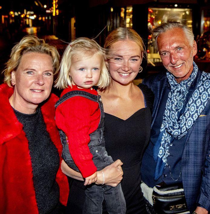 Martien Meiland, moeder Erica, dochter Maxime en kleindochter Claire