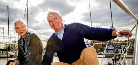 Levensgenieters Hans en Tonia ruilden Jaguar in voor plezierjacht: 'Op het water hebben we onze vrijheid'