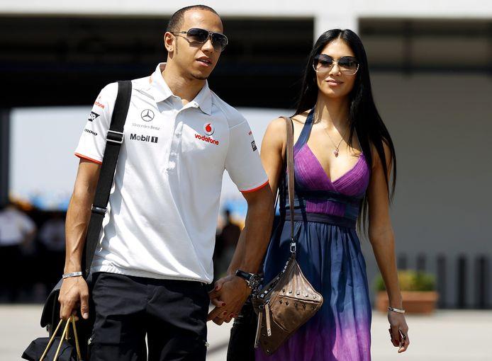 Lewis Hamilton in 2010 in Turkije, waar hij de race won. Naast hem zijn toenmalige vriendin Nicole Scherzinger.
