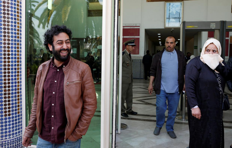 Journalist Omar Radi maart vorig jaar buiten de rechtbank van Casablanca.  Beeld Reuters