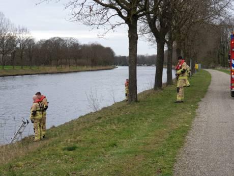 Politie houdt zoekactie in Twentekanaal, scheepsverkeer ligt stil tussen Enschede en Hengelo