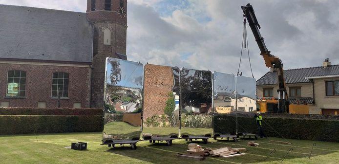 Het was een huzarenstuk om deze fascinerende sculptuur naar Ressegem te krijgen.