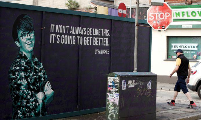 Een muurschildering van de vermoorde Noord-Ierse journaliste Lyra McKee.