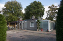 Huisjes worden voor 235.000 euro verkocht.