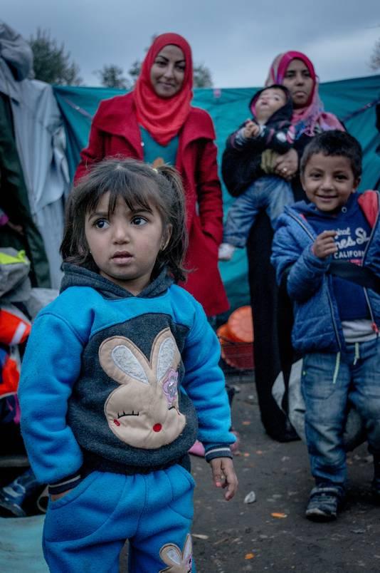 Circa 1500 kinderen wonen op Lesbos onder erbarmelijke omstandigheden in vluchtelingenkampen.