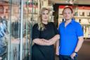 Winkelmanager Amanda Wolters en eigenaar Nick Schäffer van het GSM Huys in Glanerbrug.