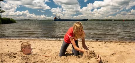 De Appelzak: een verborgen strandje tussen dorp Moerdijk en het industriegebied