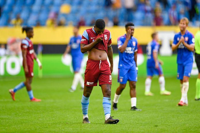 Riechedly Bazoer druipt af na het duel met FC Twente.