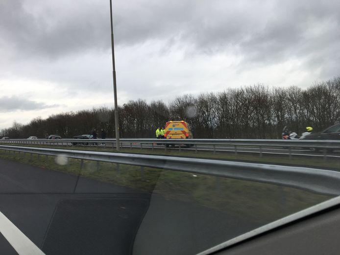 Bij het ongeluk vlakbij de afslag Zutphen bleef de verkeershinder beperkt.