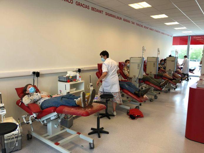 De jongeren van Tilleghem kwamen bloed geven in het donorcentrum.