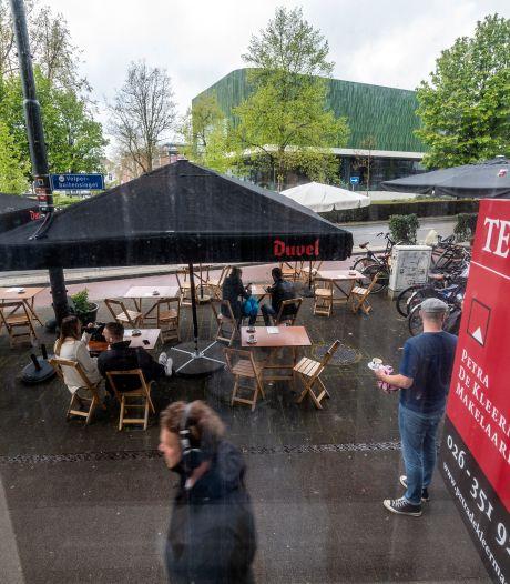 Rel rond Arnhems 'coronaterras', buren furieus om uitbreiding: 'Er is zoveel geluidsoverlast'