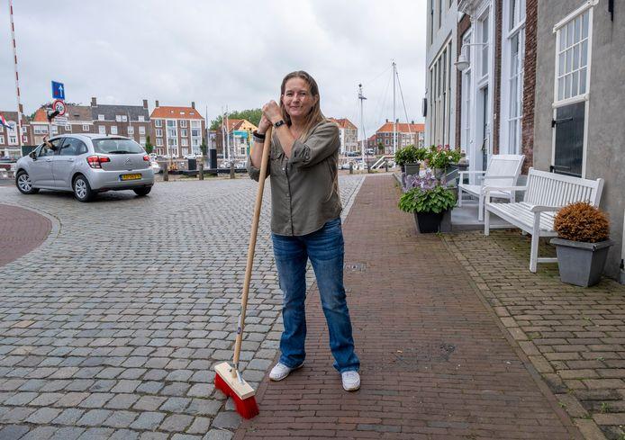 Anja van der Linde op de Kinderdijk foto Dirk-Jan Gjeltema