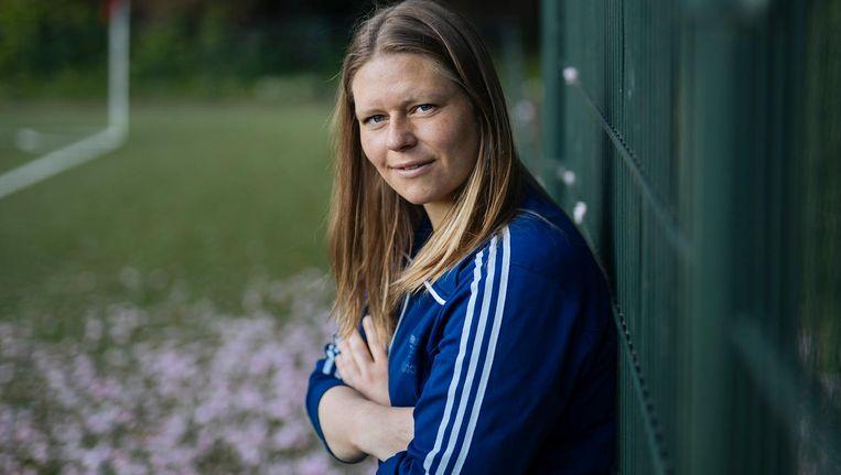 Annemarie Postma: 'Laat die eeuwige discussie over wat vrouwenvoetbal wél of níet is lekker over aan volwassenen en jaag je droom na' Beeld Marc Driessen