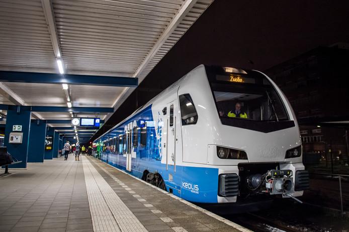 De Flirt-trein van Keolis tussen Zwolle en Enschede.