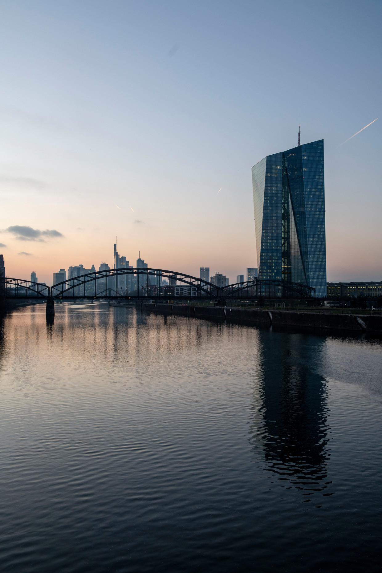 De Europese Centrale Bank denkt aan het einde van de zomer te kunnen beginnen met het afbouwen van schuldaankopen.