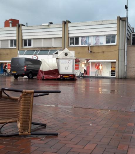 Storm zorgt voor lege Almelose markt
