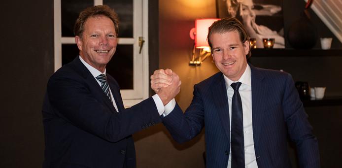 Directeur Inkoop Jos Smetsers van DAF Trucks (l) en topman Willem van der Leegte van VDL Groep.