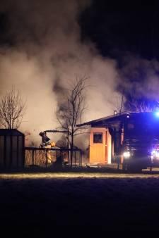 Grote brand in schuur met kippen in Eerbeek, brand mogelijk aangestoken