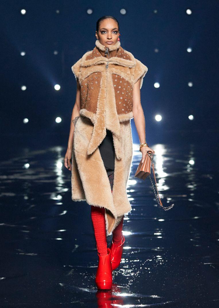 Uit de eerste collectie van Matthew Williams voor Givenchy. Beeld Imaxtree