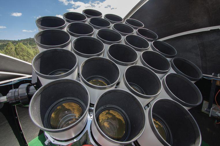 Een van de 'facetogen' van de huidige Dragonfly-telescoop, met 24 telelenzen. Beeld Dragonfly/Pieter van Dokkum