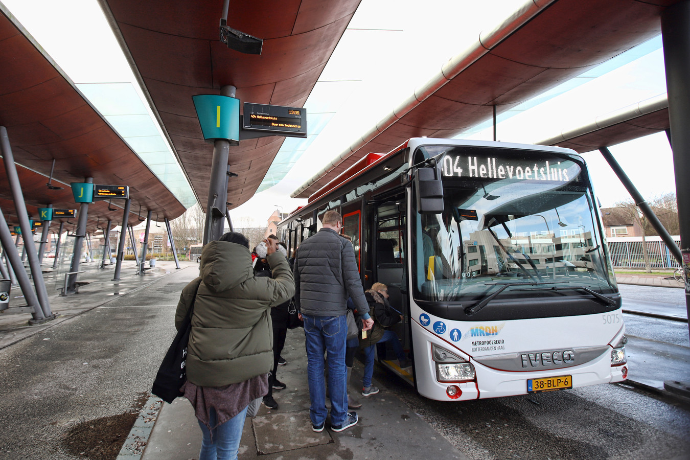 De bussen van EBS blijven over het eiland rijden, maar het aantal ritten wordt iets verminderd.