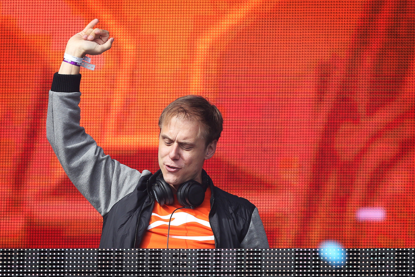 Armin van Buuren in 2015 actie tijdens 538Koningsdag in Breda.