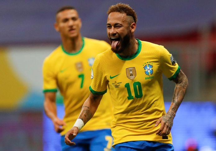 De Braziliaan Neymar viert zijn 2-0 tegen Venezuela uit een penalty in het openingsduel van de Copa América.