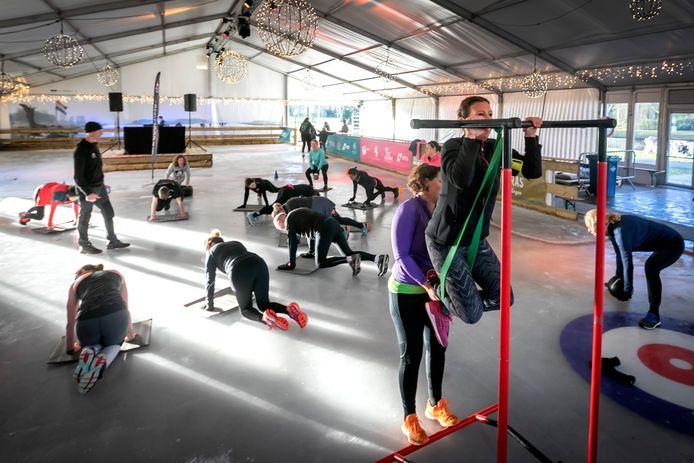 De ijsvloer werd gistermiddag ingericht voor fitness.
