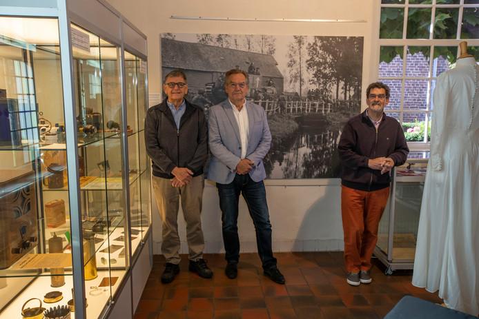 In museum De Vier Quartieren heeft een werkgroep, met onder andere Han Smits (midden), een expositie gemaakt over sporen uit de Tweede Wereldoorlog.