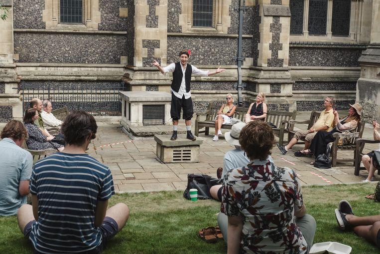 Acteur Luke Farrugia speelt een monoloog van Shakespeare. 'Het voelt als een bevrijding om hier weer te staan.' Beeld Carlotta Cardana