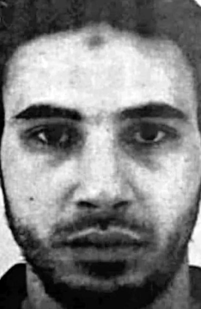 De Franse politie bevestigt dat het gaat om de 29-jarige Cherif Chekatt, geboren in Straatsburg en bekend bij de Franse inlichtingendiensten.