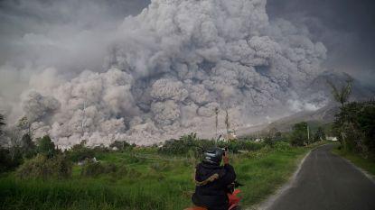 Aswolken tot 5 km hoog op Sumatra