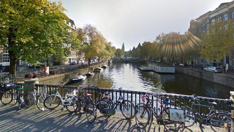 'De Bantammerbrug over de Geldersekade is momenteel een toonbeeld van vervuiling' Beeld -