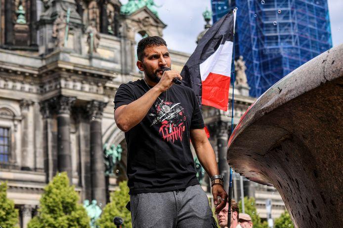 Attila Hildmann tijdens een toespraak op een anti-coronademonstratie in Berlijn, in juli.