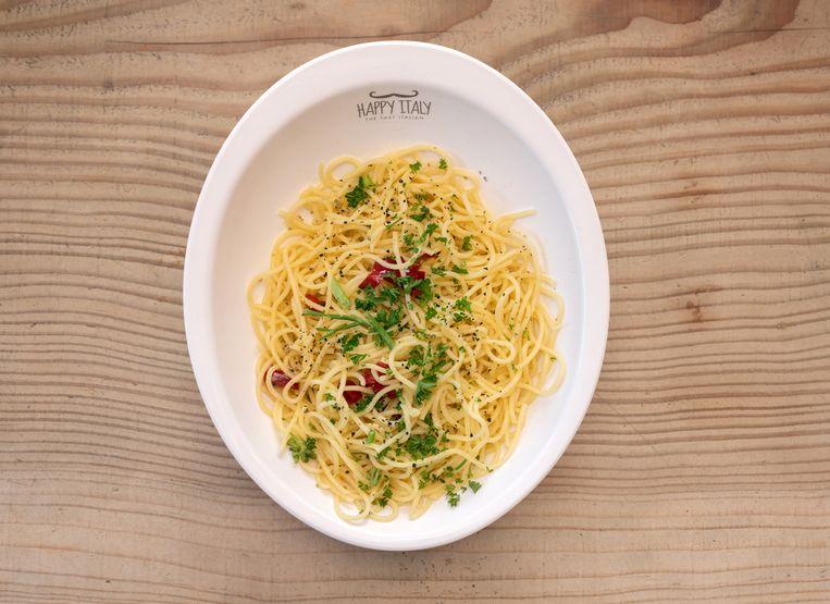 Pasta Bianca: Knoflook, peterselie, rode pepertjes & olijfolie Beeld Els Zweerink