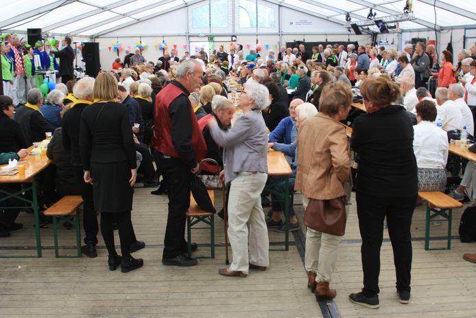 Een eerdere viering van het Pinksterfestijn in Hulhuizen.